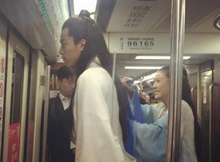 天哪,我在北京地铁10号线看到了白子画和花千骨!