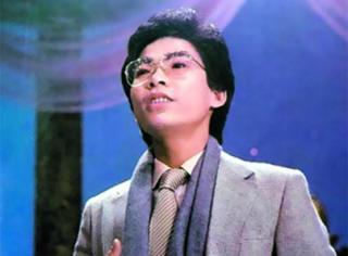 他凭借这一首歌曲,不仅让他登上了春晚舞台,而且还红了30年!