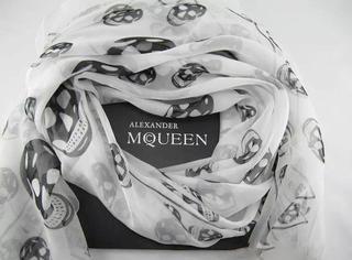 Alexander McQueen骷髅围巾—每个时装精都该拥有的一级型物