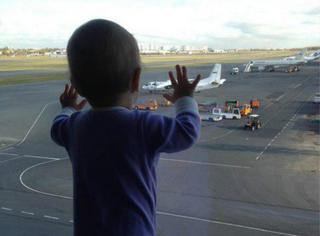 俄罗斯空难|这张最小遇难乘客登机前的背影照,让全世界心痛!