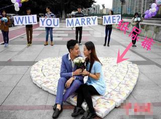 4500片纸尿裤、假装出车祸、偷拍裸照,这样奇葩的求婚方式你见过多少?
