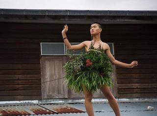 他站在自家屋顶上,征服了26万时尚圈粉丝