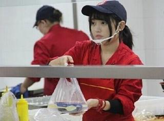 """扬州""""食堂女神""""爆红网络,男生为看她都排队去打饭了!"""