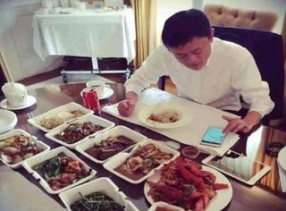 """大佬们的早饭:马云""""九菜一汤"""",刘强东草莓玉米减肥餐!"""