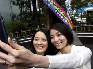 日本同性伴侣可以领证了!这对女同终于成为了家人!