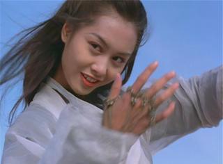 紫霞仙子的必杀技不是手上的剑,而是笑~~