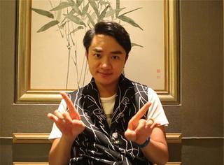 他是香港四大恶人之一 现在当歌手传他是王祖蓝父亲,真的吗?