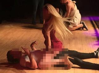 已瞎!大学生为赢免费旅游,竟然当众在台上做羞羞的事情...