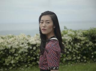 这边在忙着走秀,大表姐刘雯在忙着各处旅游