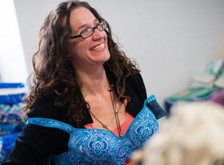 为了保护乳房,她们给无家可归的女性捐赠内衣!