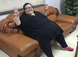 全国最胖的女孩!体重488斤、一顿吃100个串、喝2箱啤酒!