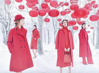她披上一件红衣,惊艳了冬日