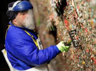 """世界最恶景点""""口香糖墙"""",被铲铲铲铲掉了"""