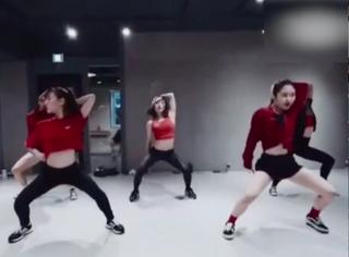 韩国妹子跳舞这么激情?!走光了都不知道?!
