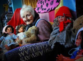 纳尼?87岁老奶奶因为收藏玩具太多要被赶出家门