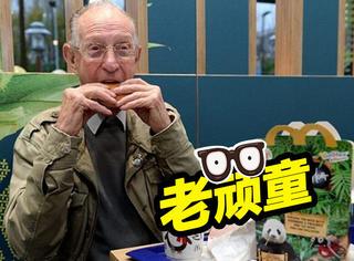 93岁老爷爷每天都去麦当劳,但这天他去的时候却哭了!