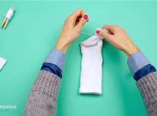 让你们朋友圈晒雪人!你造吗 其实袜子剪一刀就能变雪人!