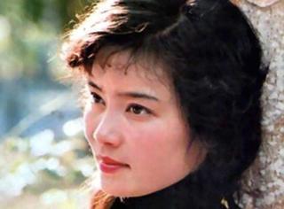 """年轻时美貌不输林青霞,被传是混血""""私生女"""",婚姻不幸至今单身"""