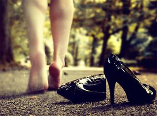 穿高跟鞋这样走路,不仅脚不疼,还能减肥!
