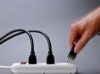 插排上闲置的充电器该拔掉吗?一年会耗多少电费?