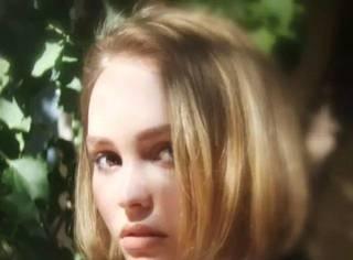 出名要趁早——Lily-Rose Depp 她比老爸还要帅!