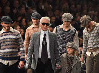 Facebook老板晒娃,给全世界3000亿红包!Chanel 最新罗马秀VS杨幂穿上上季衣服亮相
