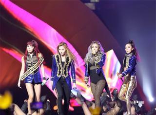 当朴春回归2NE1现身MAMA的时候,很多人都哭了!