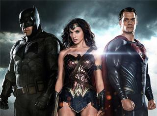 《蝙超》新预告曝光!超人和蝙蝠侠险战死,这个性感女英雄救了他们
