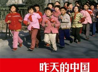 这个法国摄影师在中国30年,我们童年的回忆都被他拍下来了