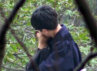 陈晓带陈妍希返乡认亲,被他俩这高难度吻姿惊呆了!