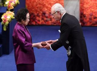 屠呦呦瑞典领诺贝尔奖!诺贝尔自然科学奖第一人!
