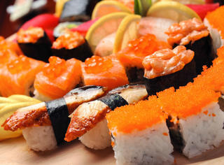 天呐!日本人居然这样做寿司