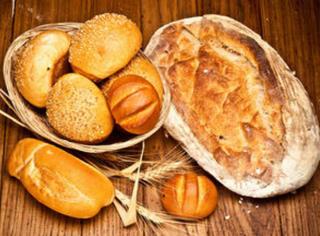 神人 | 日本大胃妹子一口气吃100片面包