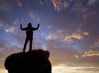 你看到的惊险悬崖自拍照的背后其实是这样的...