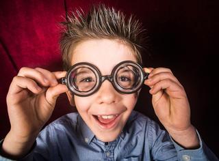 珍惜你身边每一个戴眼镜的人吧!