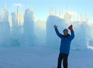 为了女儿,他用万根冰柱搭建了9米高的冰雪城堡