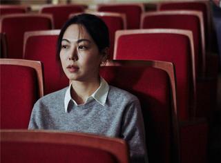 在洪尚秀的新电影中,他导演了一场最尴尬的邂逅