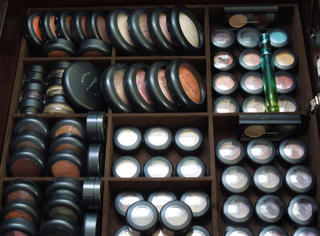 化妆   超实用女孩必学的彩妆收纳法,让你告别乱糟糟的化妆台!