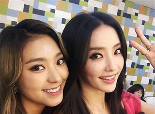 韩国最美双胞胎晒自拍,新旧芭比娃娃相遇啦