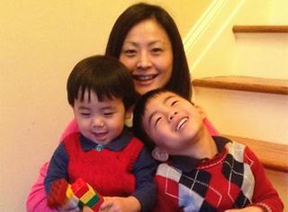 她便携孩子工作旅行,是世界上最忙最快乐的超人妈妈