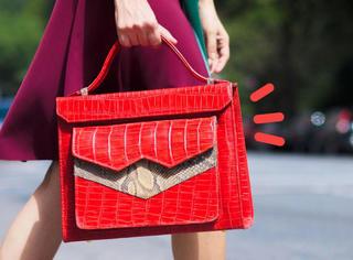 年底凹造型,红色包包最吸睛!