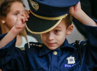 超萌!美国一个7岁小正太当了一天警察局长…