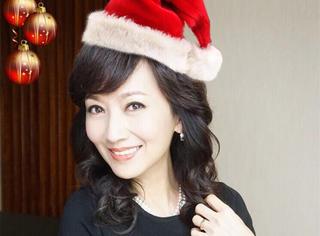 众明星晒照庆祝圣诞,最美的却是61岁的赵雅芝!