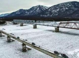 也只有战斗民族能hold得住这世界第一危险的桥了