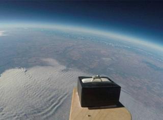 别人家的男票这样求婚,把戒指送到3万米高的天空