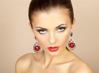 每天被化上不同的妆,超模们到底怎么想?