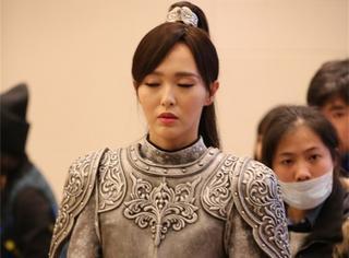 《锦绣未央》最新路透照,唐嫣的御姐造型real帅气!
