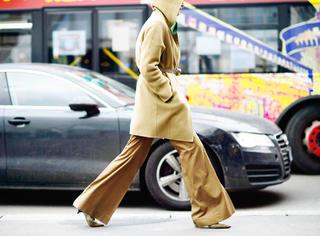 还穿大衣配铅笔裤得瑟,却错过更流行的搭配!