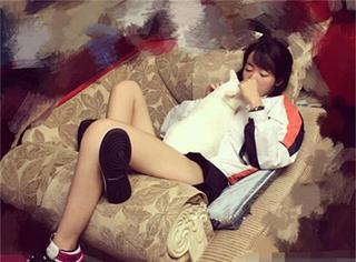 哇塞!范明16岁女儿还挺美,拥有大长腿还神似王珞丹!