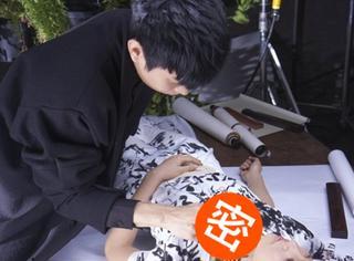闹哪样?林俊杰在陈妍希身上大秀书法,甚至连胸前都不放过…